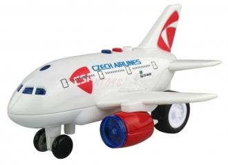 Letadlo ČSA s hlášením kapitána a letušky na setrvačník