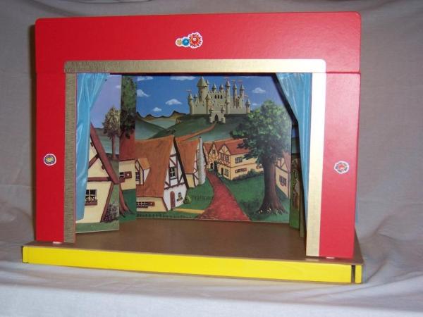 Dřevěné hračky - loutkové divadlo s kulisami a oponou